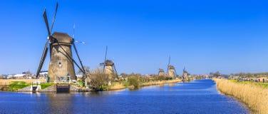 Väderkvarnar i Kinderdijk, Holland Royaltyfria Bilder