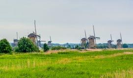 Väderkvarnar i Kinderdijk, Nederländerna arkivfoton