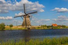 Väderkvarnar i Kinderdijk - Nederländerna Arkivbilder