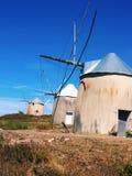 Väderkvarnar i Portugal Arkivbilder