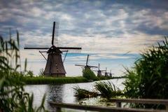 Väderkvarnar Kinderdijk, Nederländerna Arkivfoto