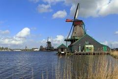 Väderkvarnar norr Holland Arkivfoton