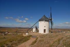 Väderkvarnar och slättarna av La Mancha, Spanien arkivbilder