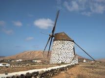 Väderkvarnar på Fuerteventura arkivbilder