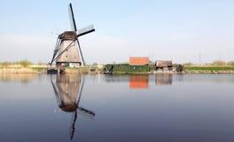 Väderkvarnar på Kinderdijk, Nederländerna Arkivbilder