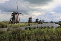 Väderkvarnar på Kinderijk, Holland Royaltyfria Bilder