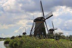 Väderkvarnar på Kinderijk, Holland Arkivfoton