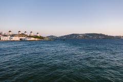 Väderkvarnar på Mykonos, ö i Grekland royaltyfria bilder
