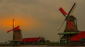Väderkvarnar på Zaanse Shans nära Amsterdam arkivfoton