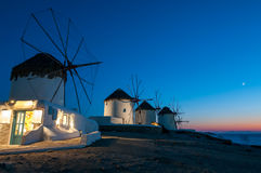 Väderkvarnarna av den Mykonos ön Royaltyfri Bild