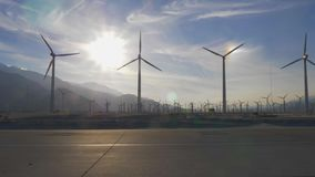 Väderkvarnarna av Palm Springs i Kalifornien arkivfilmer
