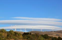 Väderkvarnenergi i den Gran Sasso nationalparken, Italien Royaltyfria Foton