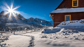 Väderstation i bergen i vinter Royaltyfri Fotografi