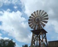 väderwindmill royaltyfri bild