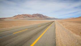Väg 23, Atacama öken, nordliga Chile Royaltyfri Bild