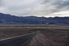 Väg av Death Valley royaltyfria foton