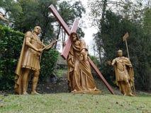 Väg av korset i Lourdes på söderna av Frankrike Royaltyfria Bilder