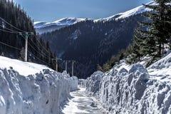 Väg av snö! royaltyfri bild