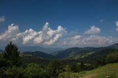 Väg för Carpathian berg Arkivbilder