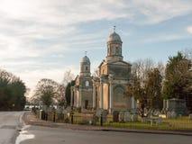 Väg för dag Mistley tvilling- gammal för kyrkliga torn ingen folkkyrkogård Arkivfoto