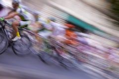 väg för race för cykelcyklistskog Royaltyfri Foto