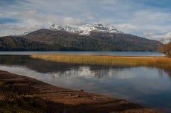 Väg för sju sjöar i villalaangosturan, Argentina Royaltyfri Fotografi