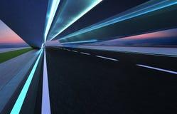 Väg för tunnel för asfalt för flyttning för abstrakt effekt för rörelsesuddighet snabb framåt Royaltyfria Bilder