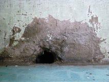 Väg för vatten som tömmer grottan Arkivfoto