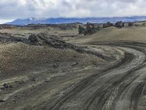 Väg f till askjavulkan i august Island royaltyfria foton