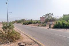 Väg från Wadi Araba Border Crossing till den Aqaba staden fotografering för bildbyråer