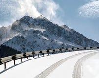 Väg i berg Royaltyfri Fotografi