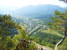 Väg i bergen arkivbilder