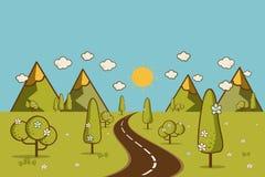 Väg i den gröna dalen, berg, kullar, moln och sol på sken Royaltyfria Bilder