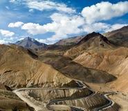 Väg i Himalayasbergen Arkivbild