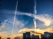 Väg i himmel Arkivfoton