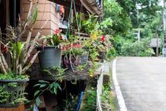 Väg i lantliga Thailand Arkivfoto