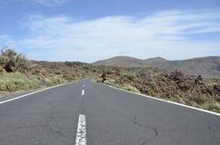 Väg i nationalparken El Teide Royaltyfri Fotografi