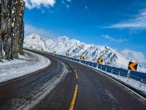 Väg i Norge i vinter arkivfoto