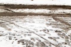 Väg i snön arkivfoton