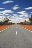 Väg i vildmark Australien Arkivbild