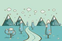 Väg i vinterdalen, berg, kullar, moln på himlen Arkivfoton
