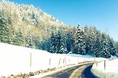 Väg i vintern Arkivfoton