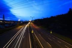 Väg, lampor och sky 4 Arkivfoton