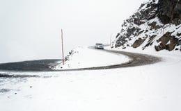 Väg med snö arkivfoton