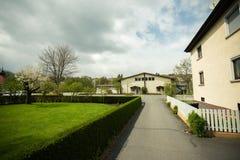 Väg nära huset Tyskland Osterburken Royaltyfri Foto