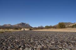 Väg och berg i västra Texas Royaltyfria Foton