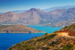 Väg på den Mirabello fjärden på Crete Royaltyfri Fotografi
