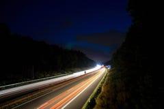 Väg på natten arkivbilder