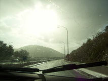 Väg, sol och regn Mallorca Royaltyfri Foto