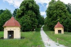 Väg som är stigande till pilgrimsfärdkyrkan av Schoenenberg i Ellwangen Royaltyfri Bild
